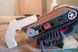 Brousení dřevěné pistole