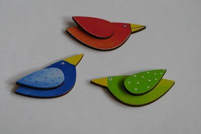 Malovaní ptáčci z výseků z překližky