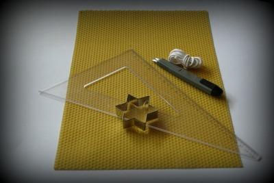 Materiál na výrobu svíčky ze včelařského mezistěnu