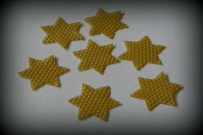 Vykrajování hvězdiček z plátu