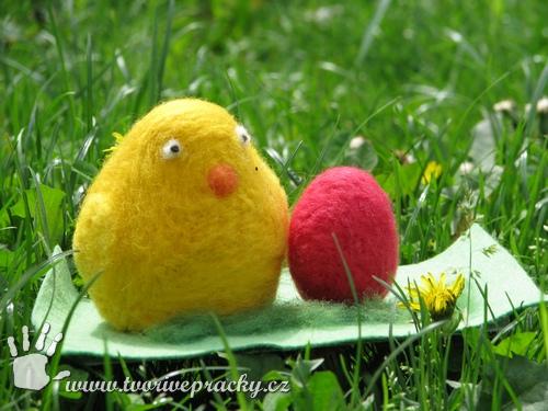 Velikonoční dekorace - plstění do polystyrénu, kuře