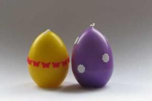 Svíčky ve tvaru vajíček s květy a motýly