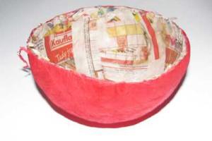 Vnitřní strana papírového klobouku