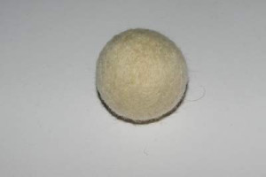 Plstěná kulička - tělo žáby