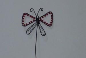 Drátovaný motýl do kytky