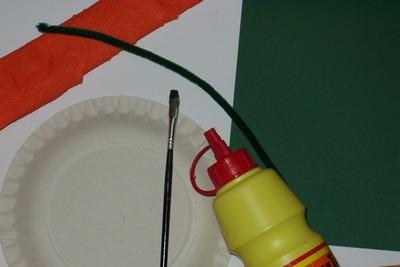 Materiál na výrobu dýně z papírového talíře