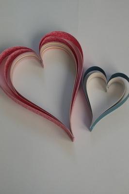 Srdíčka z papírových pruhů