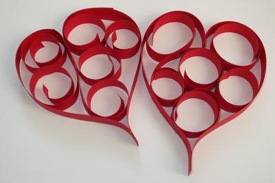 Srdíčka z papírových pruhů a spirál