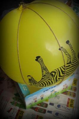 Převazování balónku provázkem