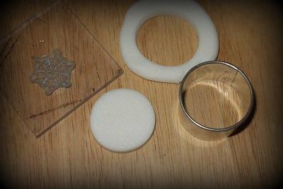výroba ozdoby na dárky z domácí samotvrdnoucí hmoty