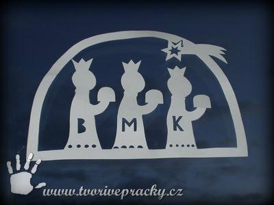 Vystřihnutá šablona třech králů v okně