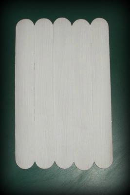 Pomalování špachtlí bílou barvou