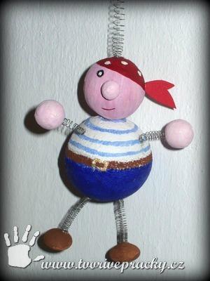 Pirát z polystyrenových koulí