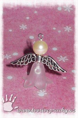 Korálkový přívěsek anděl do dlaně