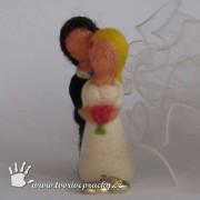 Figurky svatebčanů plstěných z ovčí vlny