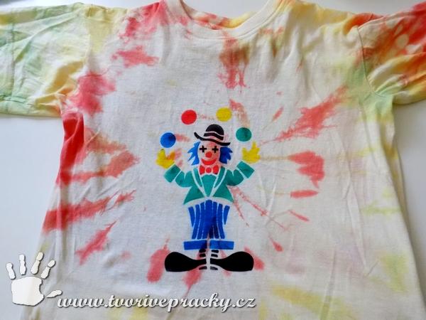 Tričko se šaškem pomocí foukacích fixů