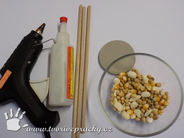 Materiál k výrobě podzimních květů z přírodnin a luštěnin