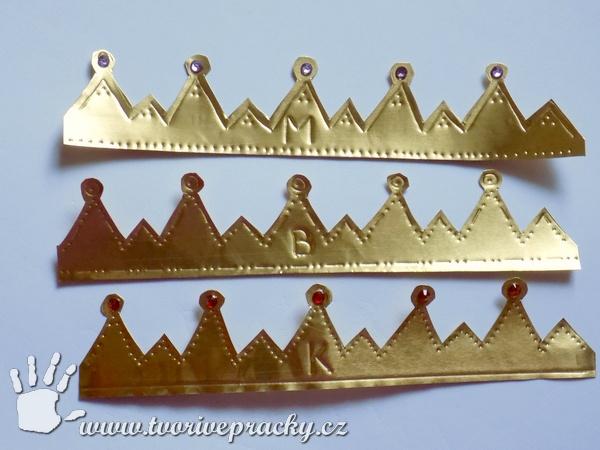 Vyryté motivy na tříkrálových korunách