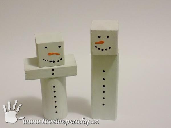 Recyklovaní sněhuláci z dřevěných kostek