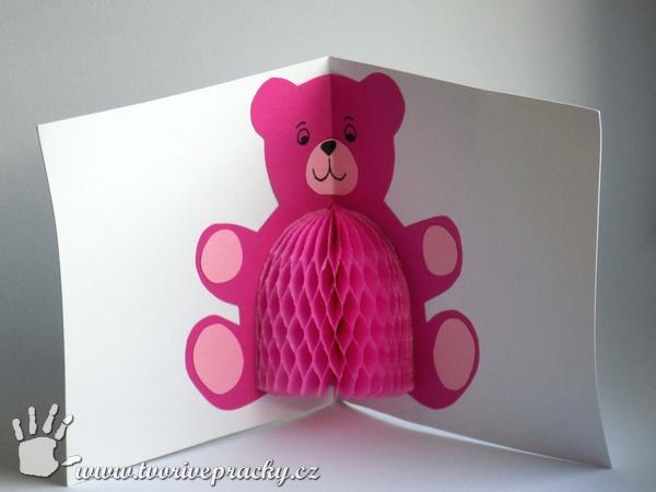 Přání s medvídkem s břichem z plástvového papíru