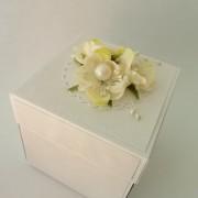 Bílá perleťová krabička na darování peněz