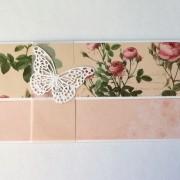 darovací obálka s květy a motýlem