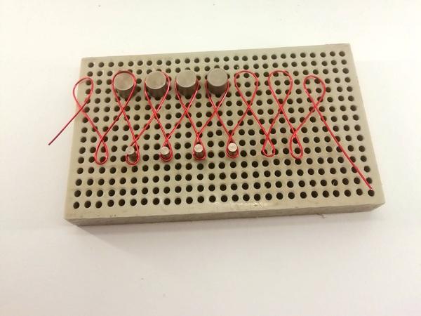 Namotání drátu na kolíky wig jig pro výrobu drátované hvězdičy