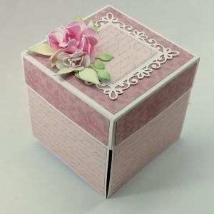 Růžová svatební krabička s květy