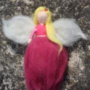 Malino-růžová plstěná víla